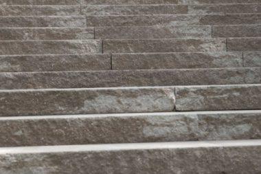 gespaltener treppenblock
